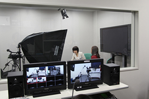 東海学園大学収録スタジオでのTVCM撮影